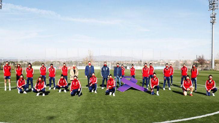 25-N: La jugadoras de la Selección se atan el lazo morado para romper el silencio