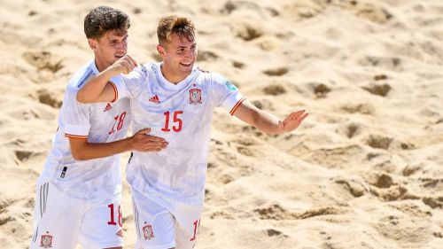 España destaca en fútbol... playa