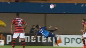 Wendell Lira bate a Messi en el Puskas