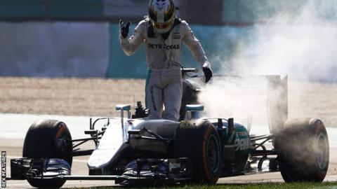 Hamilton estalla contra Mercedes