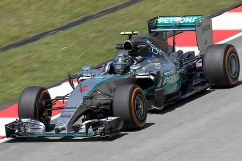 Hamilton presiona a Rosberg con una nueva pole