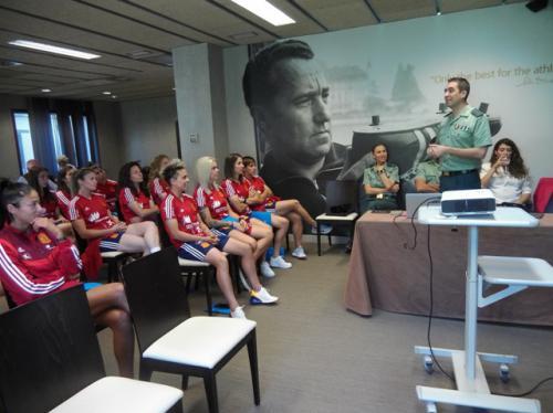 La selección de fútbol femenino toma conciencia sobre seguridad y riesgos en Internet